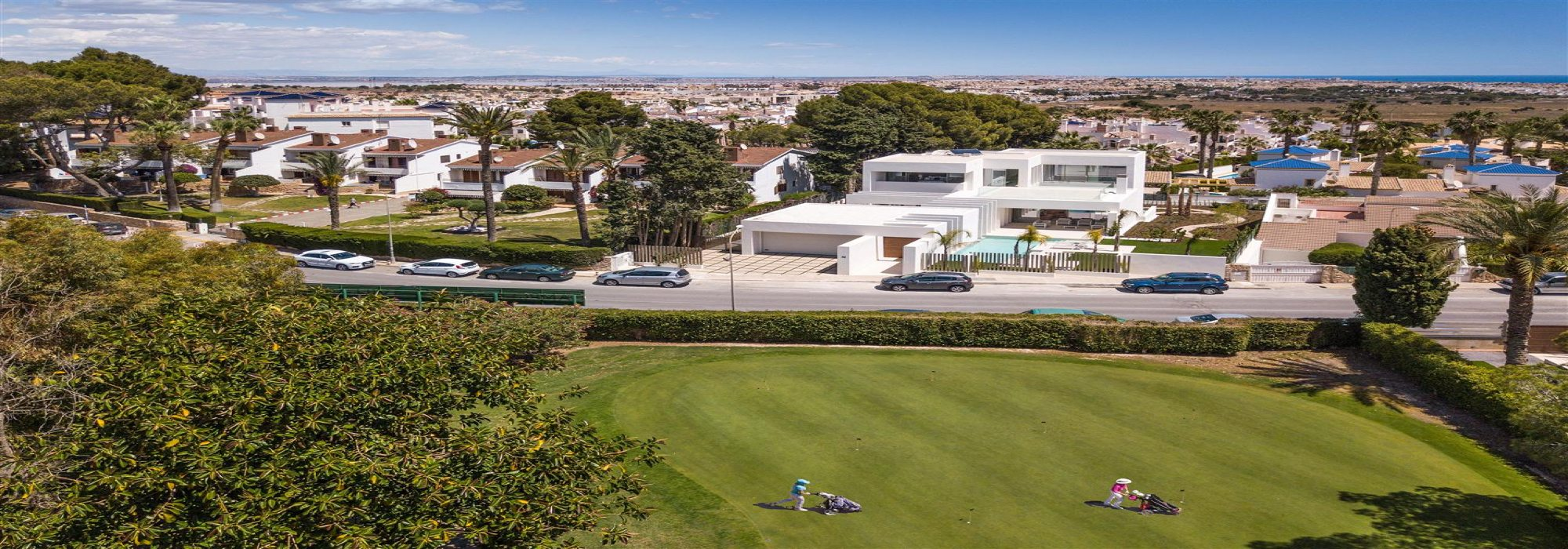 Signature Villa – Opposite Villamartin Golf Course