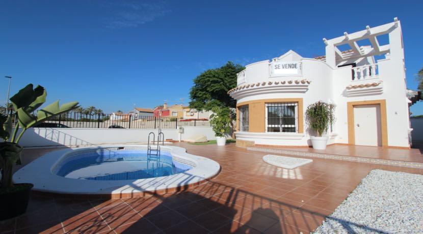 Villas Santiago de la Ribera: 3 exclusive villas with plots over 300 m2.