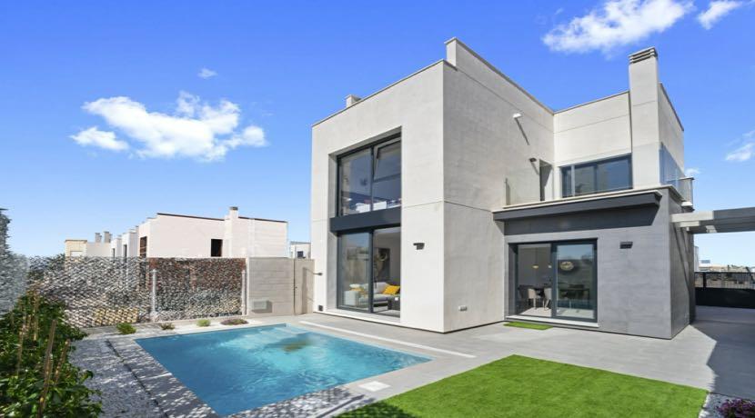Villas with private pool in Villamartin